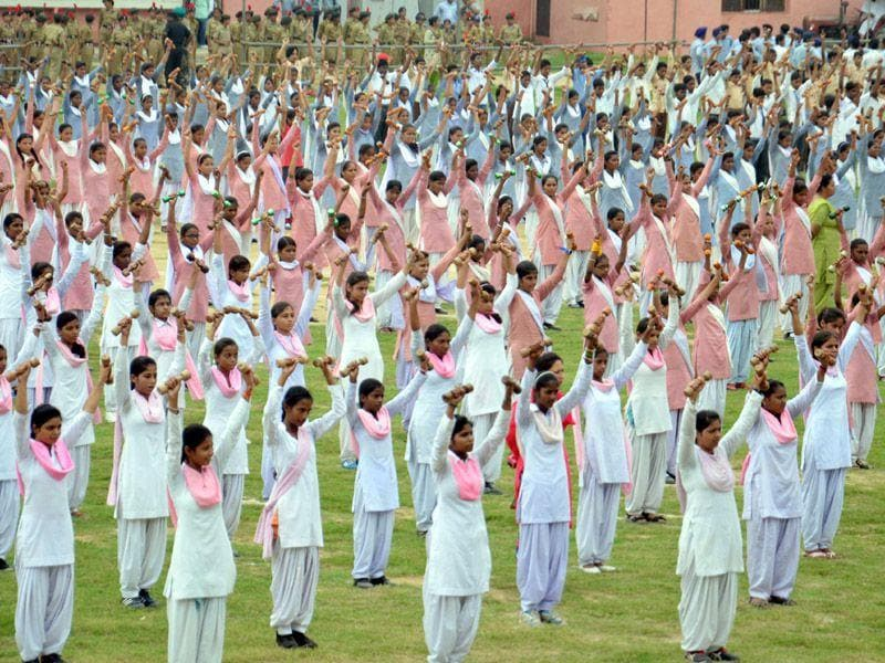 School children take part in rehearsals for Independence Day Prade celebration at Guru Nanak Stadium in Amritsar on Wednesday. (Sameer Sehgal/HT Photo)