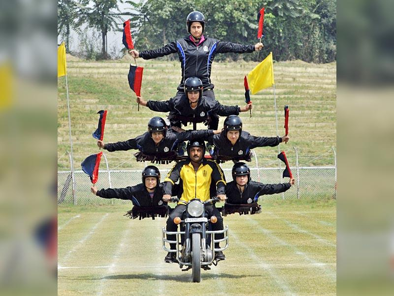 Police women of a daredevil unit perform stunts on a motorcycle during a rehearsal parade ahead of the Independence Day celebrations at Bakhshi Stadium, the main venue for Independence Day celebrations in Srinagar. (HT Photo/Waseem Andrabi)