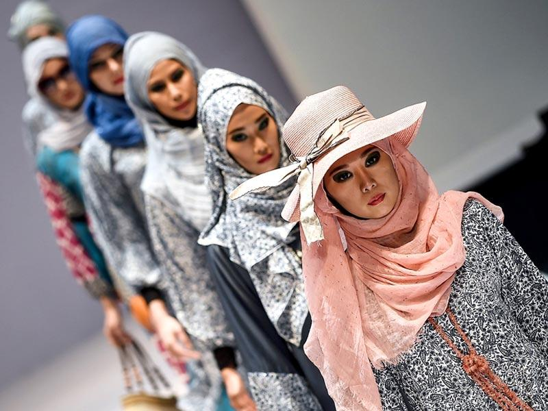 Models present creations by designer label 'Yan's creations' during the Islamic fashion showcase of the 2015 Kuala Lumpur fashion week. (AFP)