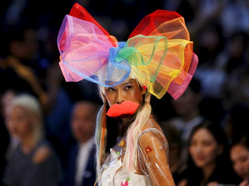 A model presents a creation by Malaysian designer Kittie Yiyi during the 2015 Kuala Lumpur fashion week. (AFP)