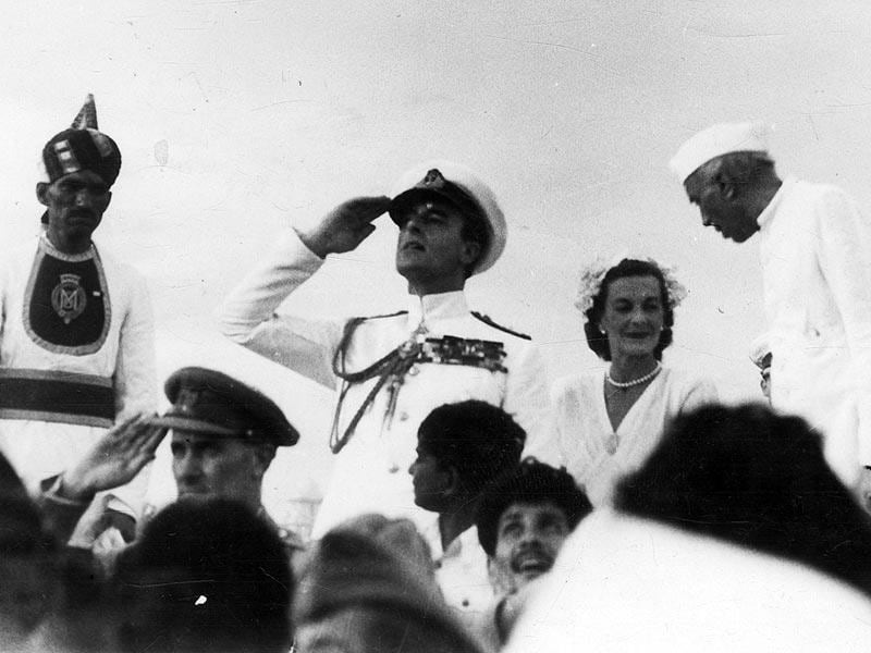 Lord Mountbatten and Pandit Jawaharlal Nehru photographed during the Independence Day Celebrations at India Gate, New Delhi on August 15, 1947. (HT Photo)