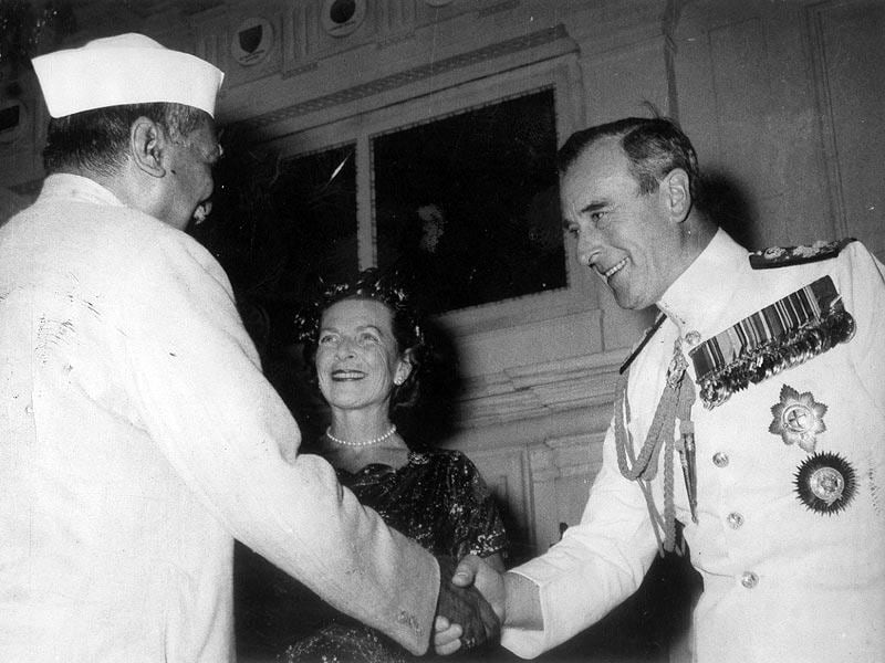 Rajendra Prasad receiving Lord Mountbatten when he called in the President. (HT Photo)