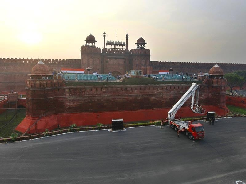 Ahead of India's 69th Independence Day, Red Fort wears tricolours as a full dress rehearsal takes place where the Prime Minister hoists the national flag. (HT Photo/Raj K Raj)