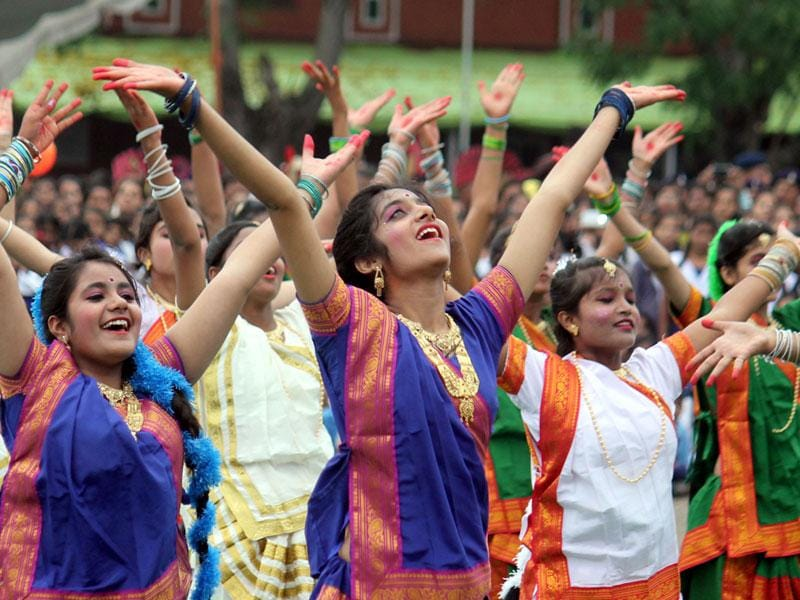 School students perform during the Independence Day function at RAPTC Ground in Indore on Saturday. (Shankar Mourya/HT photo)