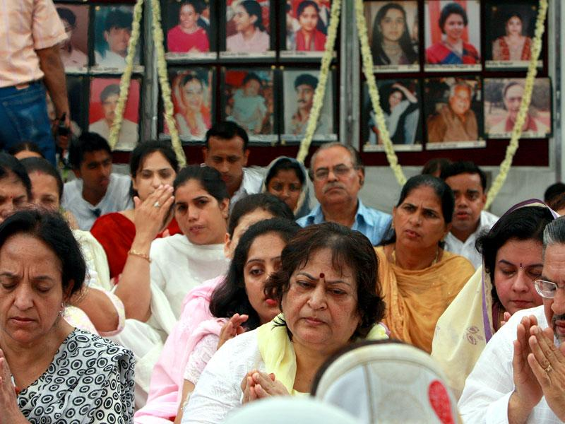 On the 13th anniversary of the Uphaar fire accident on June 13, 2010, 74 years old Hansraj who lost five family members grieves in front of family pics during a prayer meeting at the Uphaar Memorial in front of Uphaar Cinema. (HT file photo/Vipin Kumar)