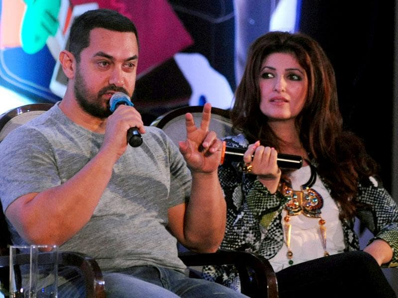 Bollywood actor Aamir Khan talks onstage during the launch of the Miss Funnybones book written by actor-columnist and interior designer Twinkle Khanna in Mumbai on late August 18, 2015. (AFP Photo)