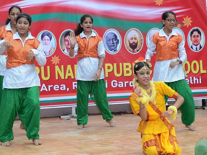 Guru Nanak Public School, Rajouri Garden, celebrated Independence Day with great enthusiasm. The school echoed with patriotic fervour as the students drew scenes of Independence Day. The dramatization encompassed a vibrant display interspersed with music and patriotic songs.
