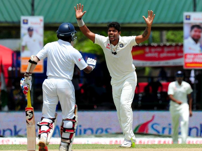 India's Umesh Yadav (C) celebrates the dismissal of Sri Lankan cricketer Dimuth Karunaratne during the second day of the second Test match against Sri Lanka at the P Sara Oval Cricket Stadium in Colombo, on August 21, 2015. (AFP Photo)