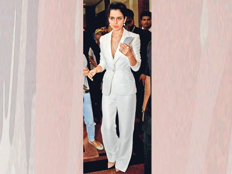 If you want to up your hotness quotient, take styling tips from actor Kangana Ranaut, who wears her pantsuit with much élan without a shirt.