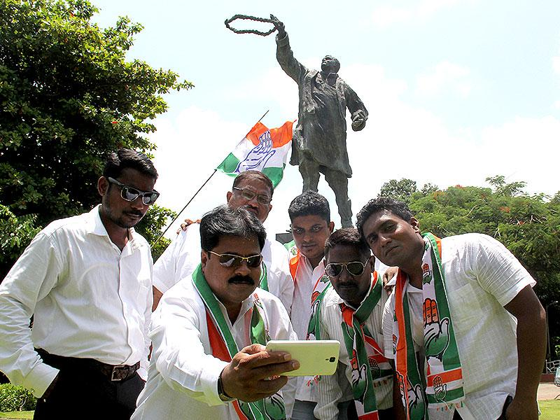 Congress party workers click a selfie at the sadbhavana rally on the birth anniversary of the late prime minister Rajiv Gandhi, in Mumbai. (Photo: Bhushan Koyande)