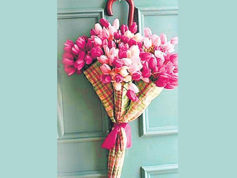 Take a broken umbrella. Throw in some artificial flowers. Tie a bow with a ribbon in the centre. Hang it on the back of your door to add some floral magic to your room. (Photo: ISTOCK)