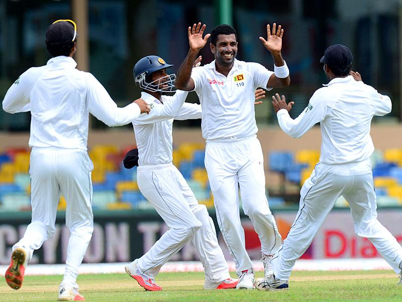 Sri Lanka's Dhammika Prasad, second from right, celebrates the dismissal of Indian opener Lokesh Rahul on Day 1 of the third and final Test match at the Sinhalese sports Club (SSC) Ground in Colombo, on August 28, 2015. (AFP Photo)