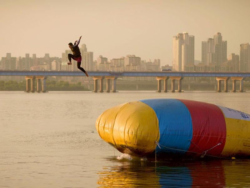 A man is propelled from an inflatable platform in to the Han River. (AFP Photo)