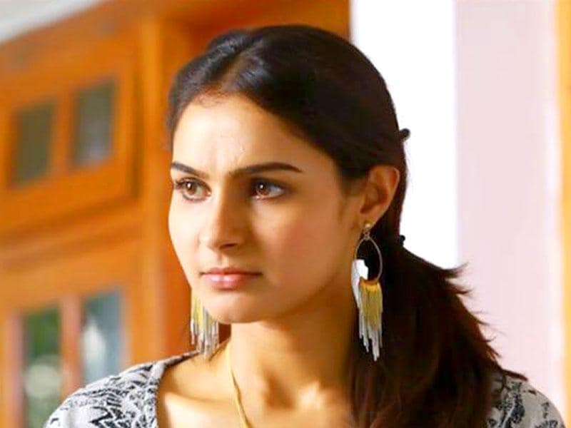 Andrea Jeremiah plays a young woman on a mission to find her husband while Mohanlal plays a cop disguised as a taxi driver. (Loham.MovieOfficial/Facebook)