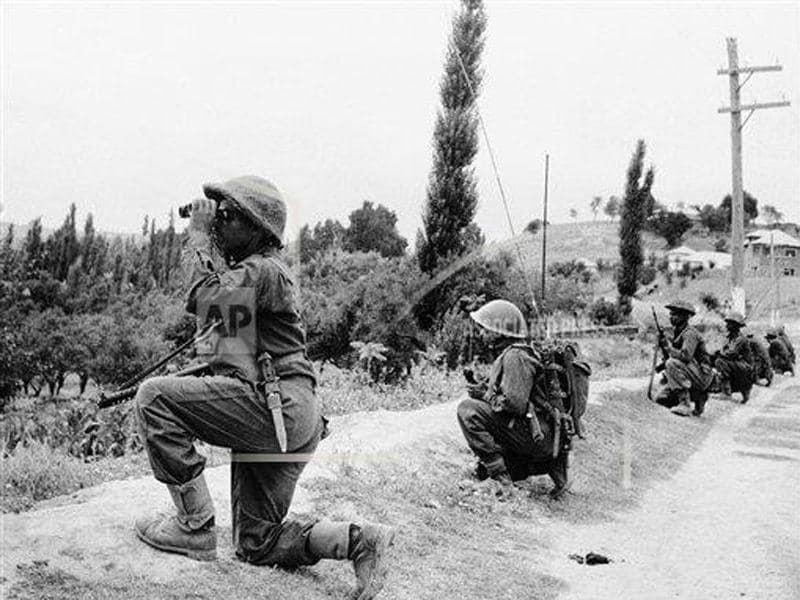 A line of soldiers keeping an eye on Pakistan troops during the conflict between India and Pakistan in 1965.