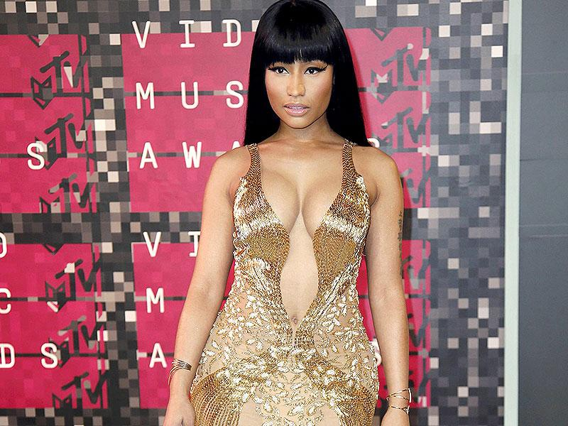 Nicki Minaj channels goddess chic in this gold gown embellished with beads and sequins. The Anaconda hitmaker called out Miley in a (fake?) fight during VMAs which was all the news. (AFP photo)