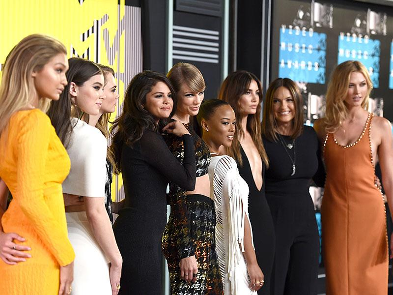 Taylor Swift's glam pack -- Gigi Hadid, from left, Hailee Steinfeld, Cara Delevingne, Selena Gomez, Serayah, Lily Aldridge, Mariska Hargitay and Karlie Kloss -- arrive at the MTV Video Music Awards. (Reuters photo)