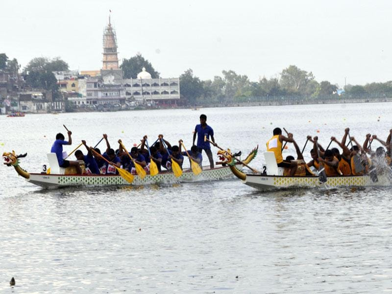 The 4th National Dragon Boat championship commenced at Lower Lake in Bhopal on Tuesday. (Praveen Bajpai/HT photo)