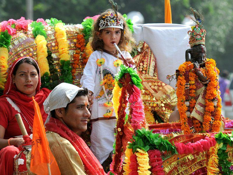 Janmashtami procession being taking out by Hindu Parv Mahasabha from Sector 44 Radha Krishna Temple in Chandigarh on Thursday. (Sanjeev Sharma/HT)