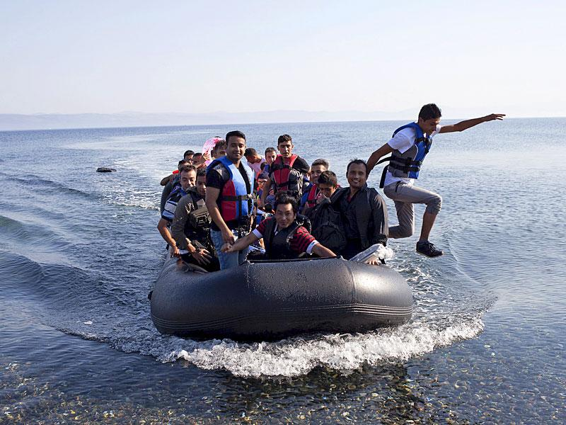 Syrian refugees arrive on a dinghy on the Greek island of Lesbos, on September 4, 2015. EU officials are preparing to push EU member governments to take in more asylum-seekers from pressured frontier states, including Hungary. (Reuters Photo)