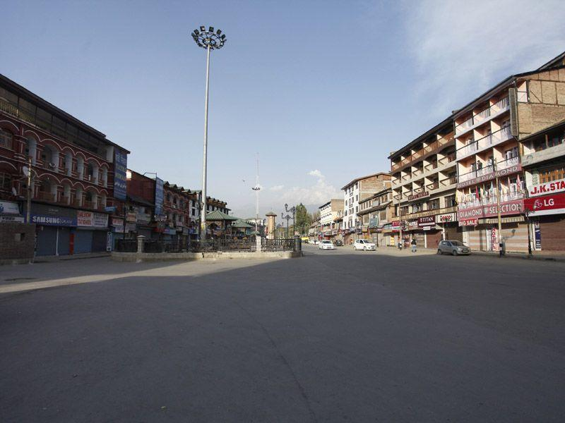 A fresh photo of the same area in Lal Chowk, Srinagar, a year after the floods. (Abid Bhat/HT)