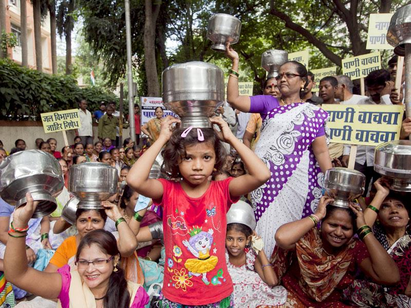 Residents of Dharavi protest at the G north municipal office against water shortage at Dadar, in Mumbai. (Kunal Patil/HT photo)