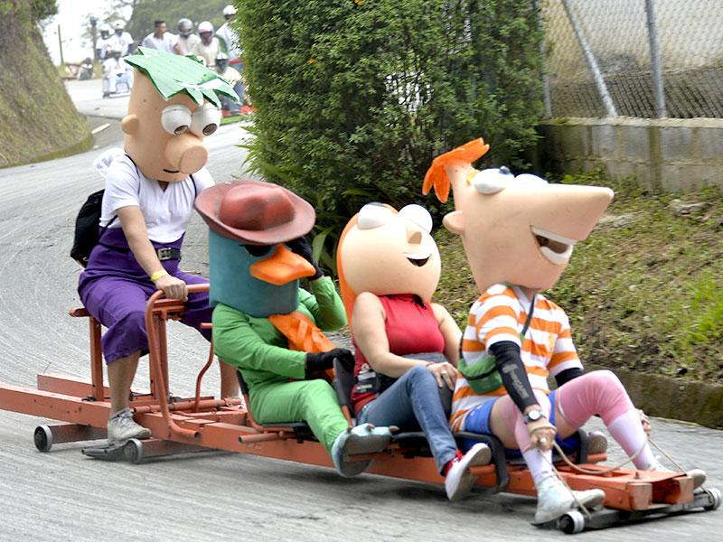 Participants dressed as characters from Phineas and Ferb descend a hill in homemade car during the XXVI Car Festival in Medellin on September 6, 2015. (AFP)