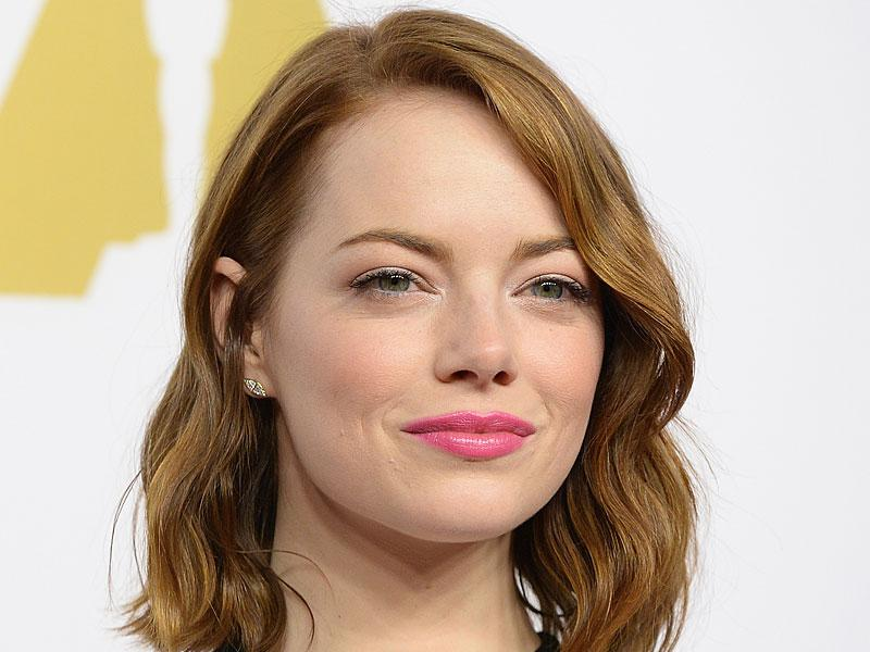 Emma Stone usually goes for a bold, heavily accentuated eye on the red carpet, so when she turned up at the Oscars Nominees' Luncheon earlier this year wearing this fresh, acidic candy colored pink lippy we were delighted.