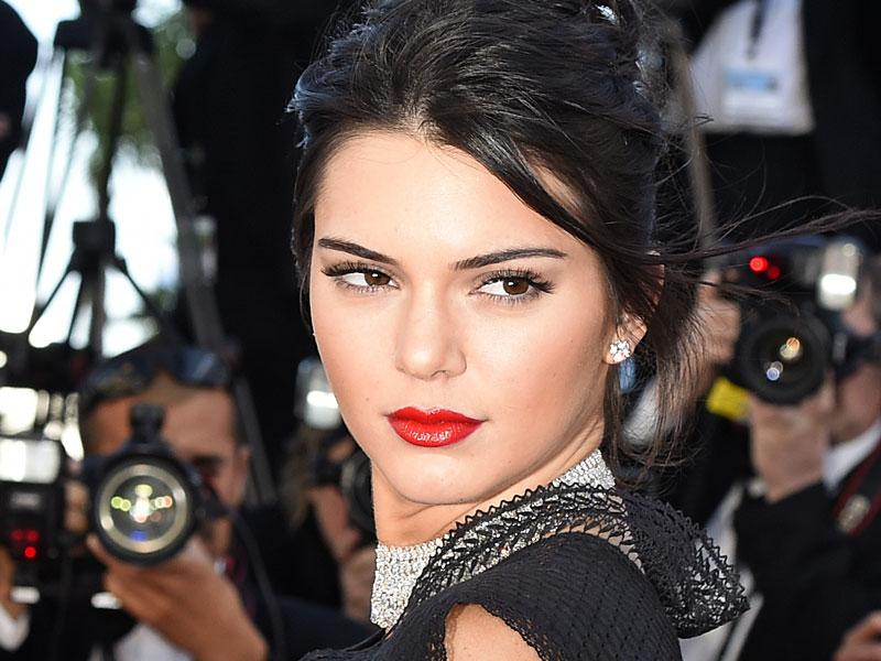 Defying the nude lips trend we saw at the 2015 Cannes Film Festival was model Kendall Jenner, who went for classic Hollywood glamour at the