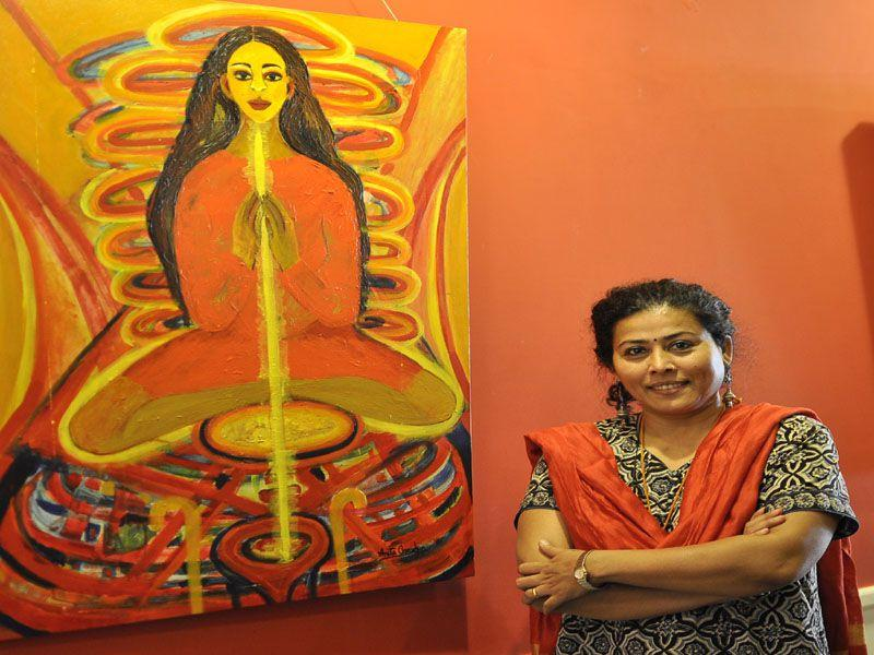 Self-taugh artist Anita Chauhan exhibits 35 paintings of woman in her varied moods and in her effortless feminine form. (Karun Sharma/HT)