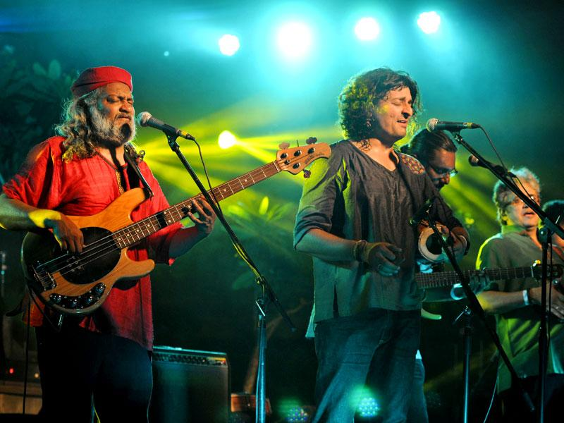 Indian Ocean performs at an event sponsored by Hindustan Times in Gurgaon on Friday evening. Band members included tabla player Tuheen Chakravarty, guitarist Nikhil Rao, Rahul Ram and Amit Kilam and vocalist Himanshu Joshi. (Parveen Kumar/HT Photo)