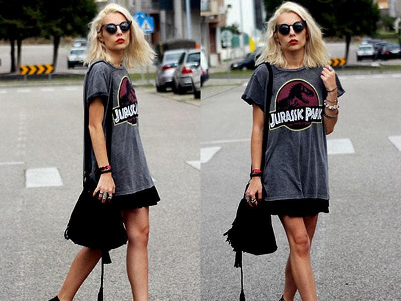 Stock up for September and look like a street fashion pro in a flowy graphic and printed grey tee.