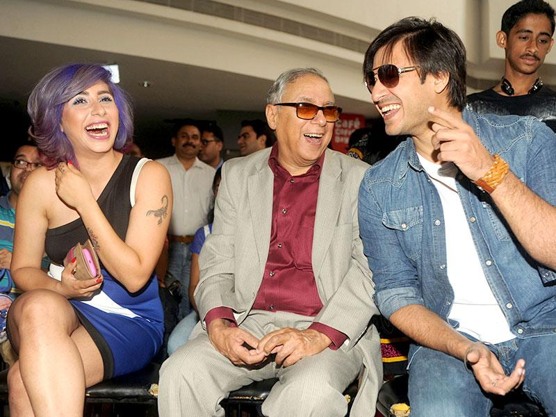 Vivek Oberoi with singer Neha Basin and CPAA chairman YK Sapru during a Rose Day event in Mumbai. (AFP Photo)