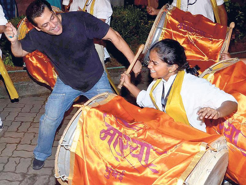 That's how you do it: Salman Khan dancing to the beat of drums. (HT PHOTO/YOGEN SHAH)