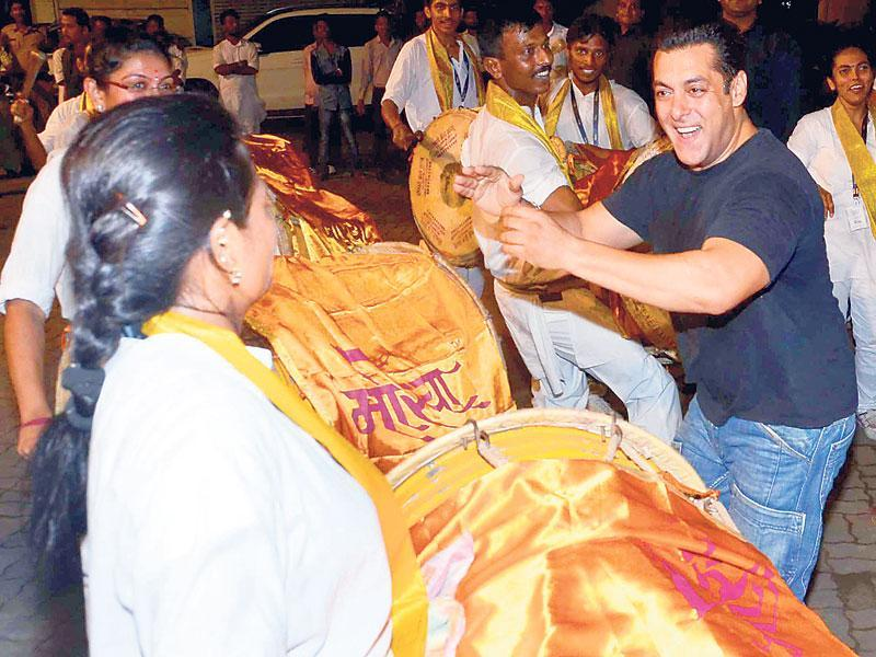 Salman Khan during Ganesh visarjan festivities at his home. (HT PHOTO/YOGEN SHAH)