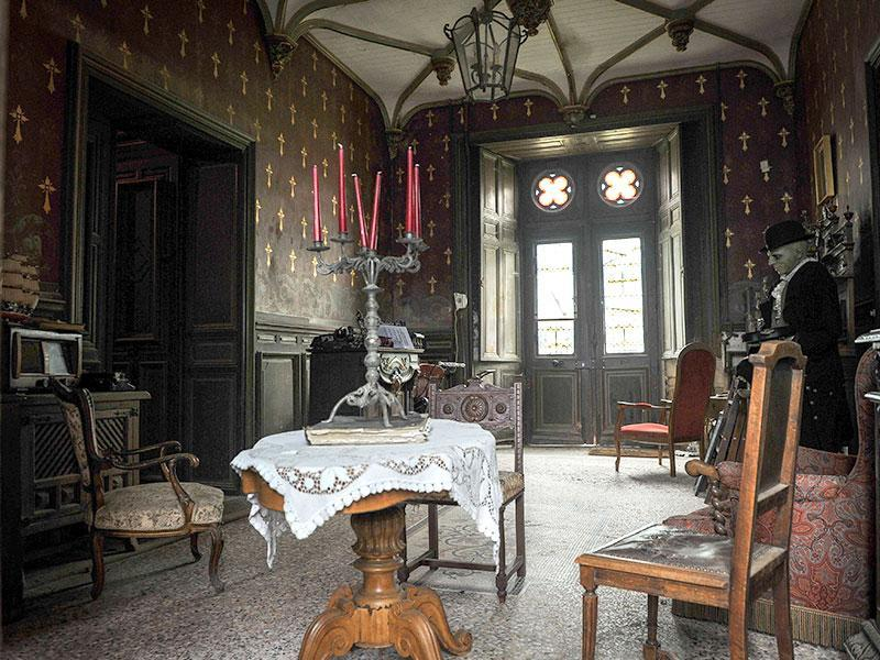 The house dating from the 14th century, recognized as haunted by many specialists, has become a place of research and experimentation. (AFP Photo)