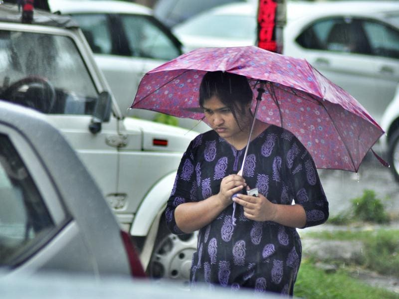 Commuters had a tough time as it rained like cats and dogs in Ludhiana on Sunday.  (Sikander Singh Chopra/HT)