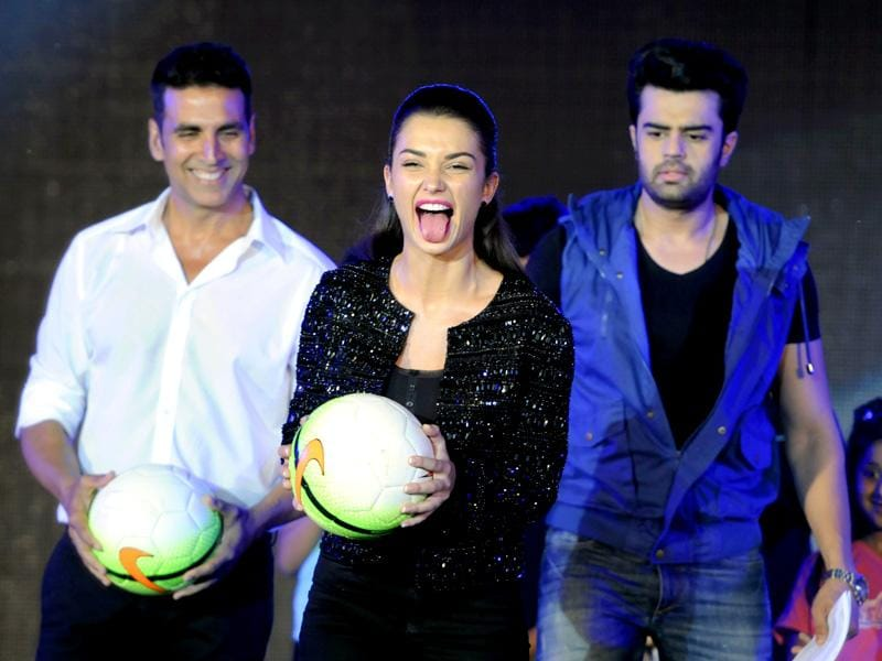 Actors Akshay Kumar, Amy Jackson and Manish Paul had a lot of fun at the HT GIFA grand opening ceremony event in Tau Devi Lal stadium, in Gurgaon on Sunday, September 20, 2015. (Parveen Kumar/Hindustan Times)