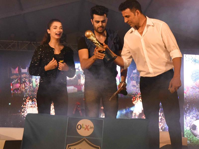 Bollywood actors Akshay Kumar, Amy Jackson and Indian television host, anchor and Bollywood actor Manish Paul during the HT GIFA grand opening ceremony event in Tau Devi Lal stadium, in Gurgaon, India, on Sunday, September 20, 2015.  (Vipin Kumar/Hindustan Times)