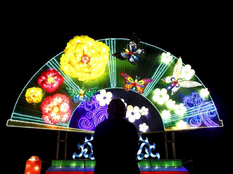 Dandenong Festival of Lights showcases Chinese culture through a display of hundreds of beautiful and unique silk light displays. (Reuters)