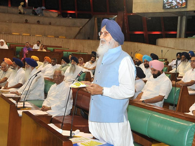 Punjab chief minister Parkash Singh Badal addressing the Vidhan Sabha on the last day of it's session in Chandigarh on Thursday. (Ravi Kumar/HT Photo)