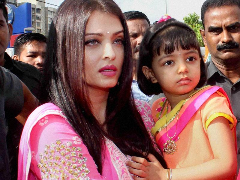 Aishwarya Rai Bachchan with her daughter Aaradhya visits Siddhivinayak Temple in Mumbai on Thursday, Sept 24.  (PTI)