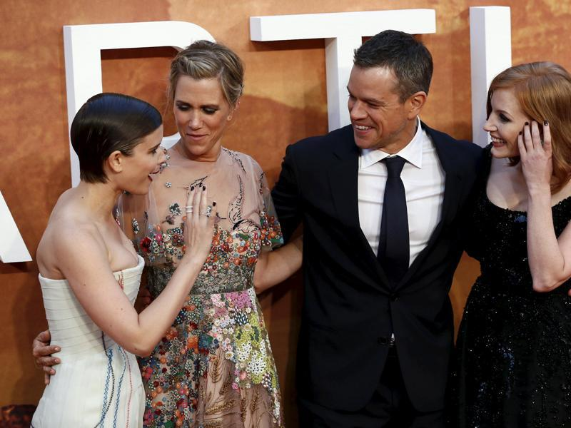 (L-R) Actors Kate Mara, Kristen Wiig, Matt Damon and Jessica Chastain arrives for the UK premiere of The Martian at Leicester Square in London. (REUTERS)