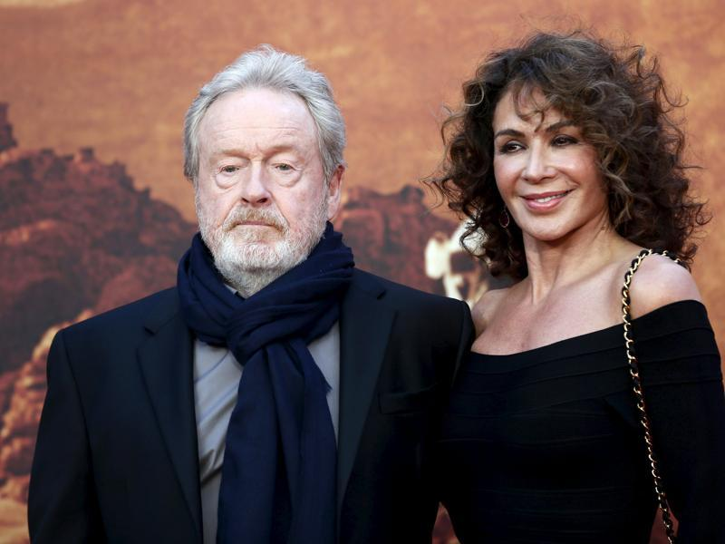 Director Ridley Scott and his wife Giannina Facio arrive for the UK premiere of The Martian at Leicester Square in London. (REUTERS)