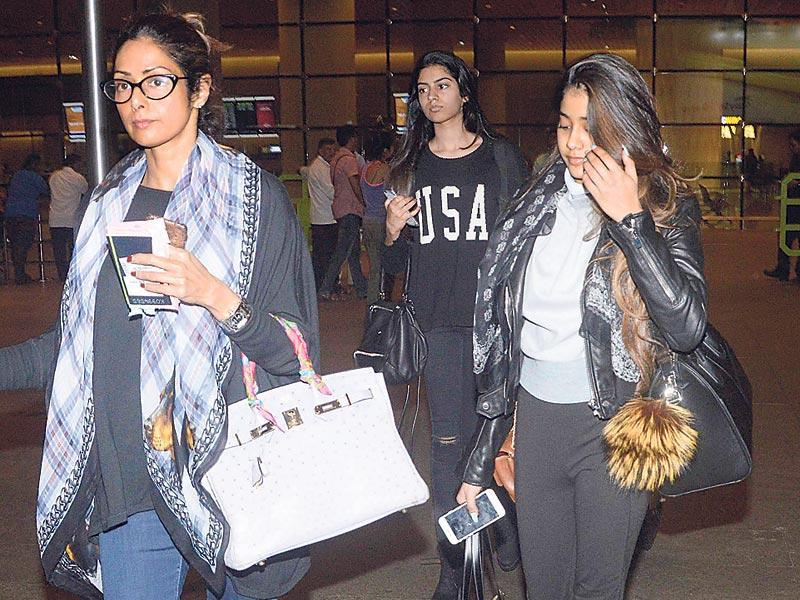 Sridevi, along with daughters Jhanvi Kapoor and Khushi Kapoor spotted at the Mumbai airport. Sridevi completely ignored the shutterbugs present. (Photo: Yogen Shah)
