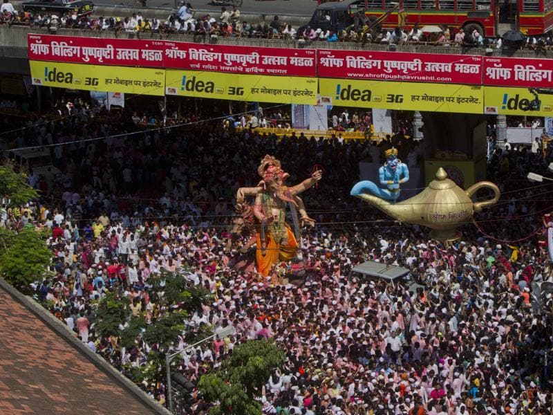 Ganesh Visarjan at Lalbaug, Mumbai on Sunday.  (Kalpak Pathak/ HT Photo)
