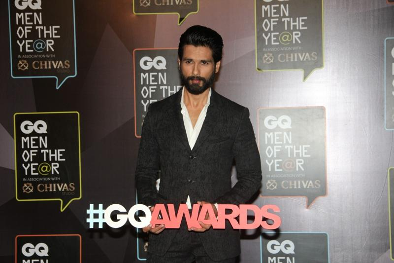 Shahid Kapoor, adjudged 'Actor of the Year' was dressed in a formal attire at the award ceremony.  (IANS)