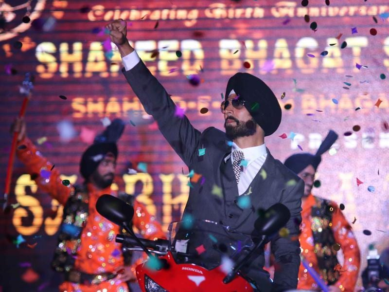 Akshay Kumar donned a Sardar look and totally aced it while promoting Singh Is Bling in New Delhi recently. (IANS)