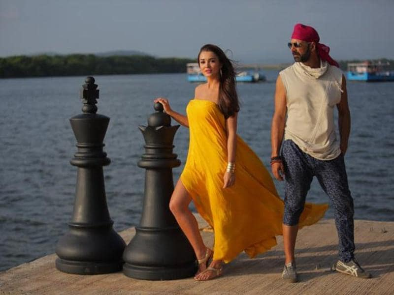 Amy Jackson and Akshay Kumar in  still from Singh Is Bliing. (YOUTUBE)