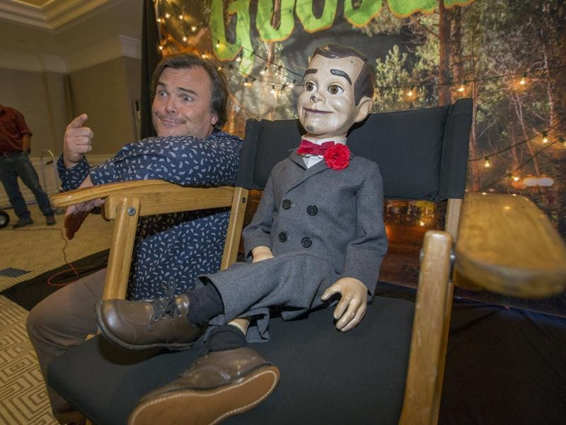 Jack Black poses next to Slappy the Dummy during a photo call for Goosebumps in West Hollywood, California October 2, 2015. (REUTERS)